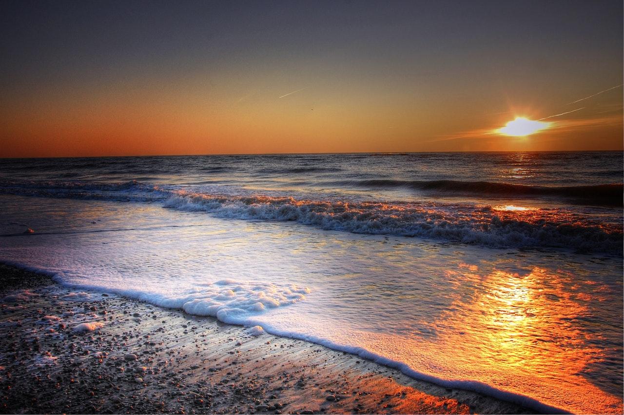 Solnedgång vid horisonten